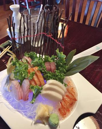 Yoshiya Japanese Resturant : Sashimi Deluxe - Incredible Presentation