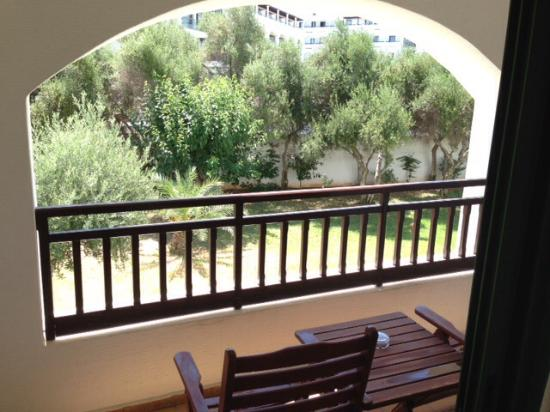 Creta Maris Beach Resort: View from the room - to the garden