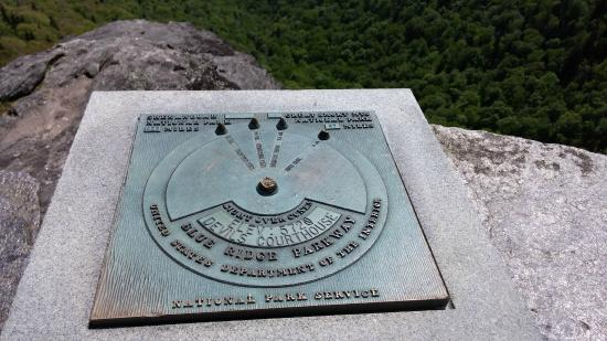 Pisgah Forest, Северная Каролина: Devil's Courthouse plaque