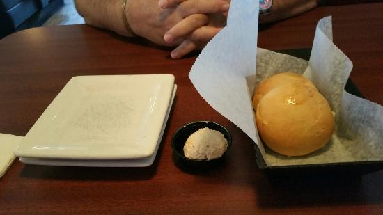 Brann's Steakhouse & Sports Grille: Warm yeast rolls & butter