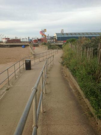 Chatsworth Hotel: beach,skegness and pier