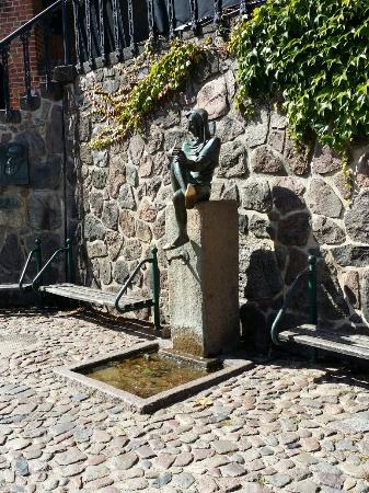 Molln, Γερμανία: Till Eulenspiegel Statue auf dem Marktplatz (Foto: martin-roeder.de)