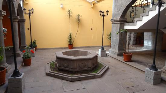 Imperial Cusco Hotel: A nice decoration close to the lobby