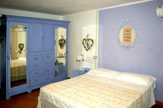 "Arcobaleno Bed&Breakafst : camera ""lilla"""
