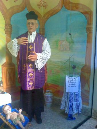Tambaú, SP: Imagem cera padre Donizetti
