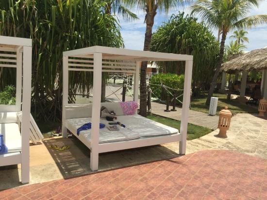 Royalton Hicacos Varadero Resort & Spa: Pool Four Poster