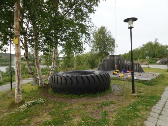 Grenselandmuseet: BIG wheel from the Kirkenes mining industry