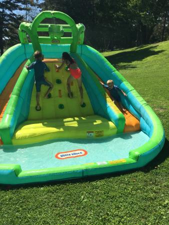 Elgin, Canadá: Kids activities on Sundays. The kids LOVED the water slide