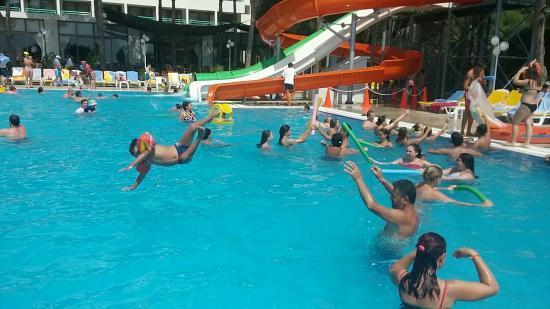 Grand Efe Hotel: deniz taşlık çocuklar girmeye korktu, ama havuzda çok eğlendiler