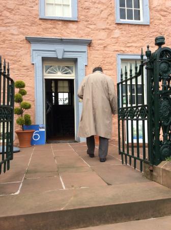 Broughton House & Garden: Beautiful entrance