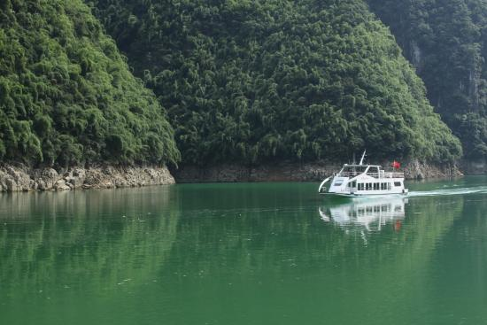Furong River Scenic Area: Another boat