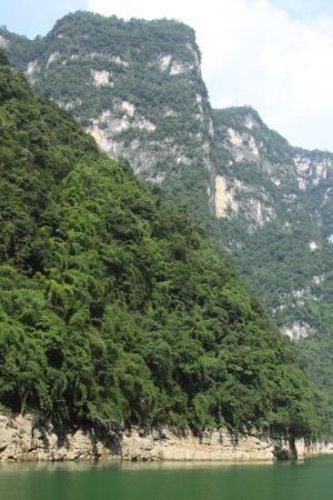 Furong River Scenic Area: Steep mountains