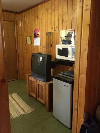 Ute Trail Motel: Microwave, fridge, TV in living suite