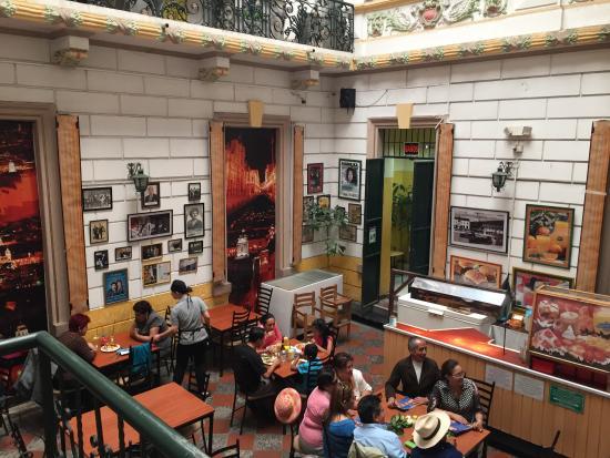 Cafetaria fotograf a de cafeteria modelo quito tripadvisor for Mobiliario cafeteria
