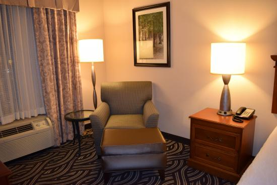 Hilton Garden Inn Charleston Airport: Relaxing area in room