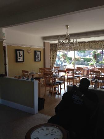 Marine Court Hotel: Breakfast Area in Marine Court