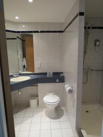 Ibis Rugby East: Big shower