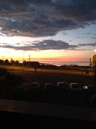 Windjammer By The Sea : Sunrise from the balconey