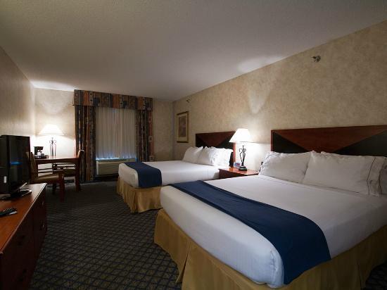 Miles City Hotel & Suites: Queen 2-Bed Room