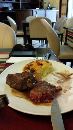 Restaurante Malagueta: Filet ao molho do chef - acompanha roesti