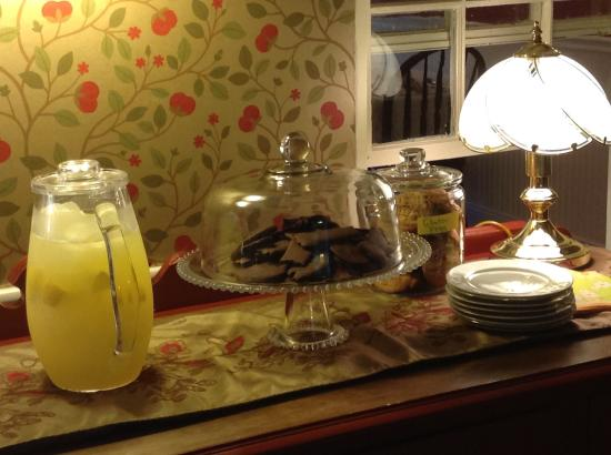 Captain Swift Inn: Lemonade and fresh-baked cookies daily!