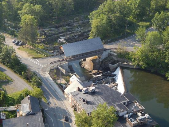 Balloons of Vermont - Private Flights : Simon Pearce and the Quechee Covered Bridge