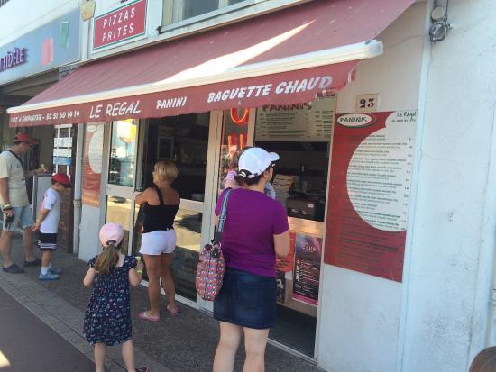 Regal Terrasse le restaurant, la terrasse, et la carte des paninis. - picture of le