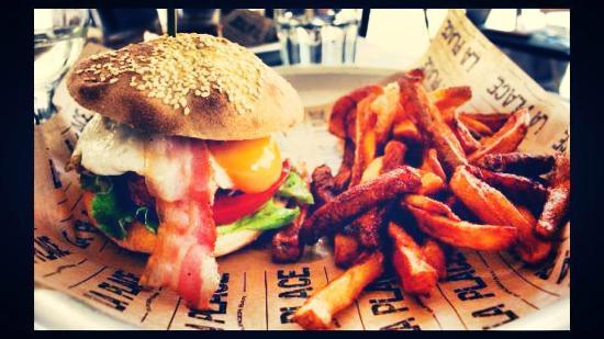 La place: le corsican burger