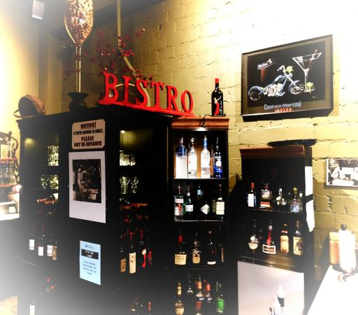 Parlour Car Bistro: Great wines