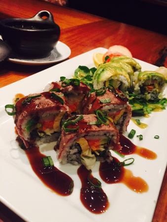Izakaya Geisha Japanese Restaurant: Chef's special sushi roll