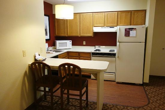 Residence Inn Minneapolis St. Paul/Roseville: full kitchen