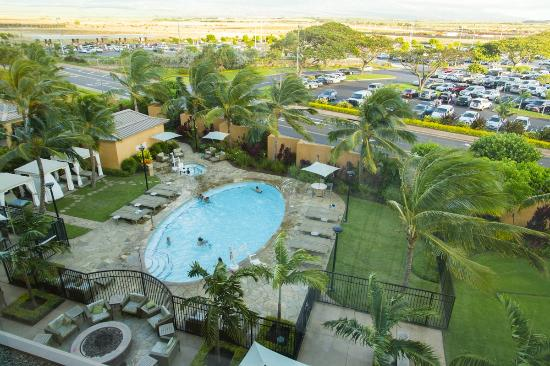Courtyard By Marriott Maui Kahului Airport Pool Fire Pit