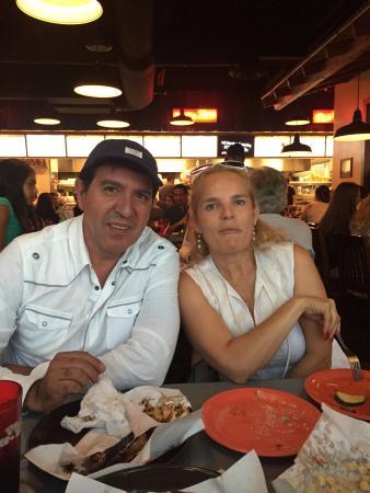 Phil's BBQ: Con los grandes amigos