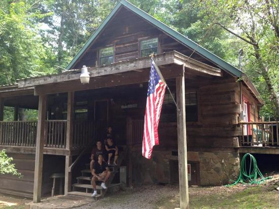 Private cabin on creek in tennessee mountains for Private cabin rentals in tennessee