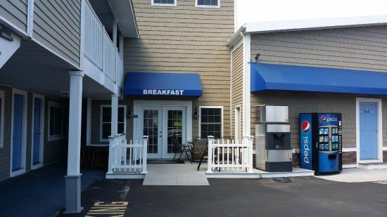 west yarmouth american host motel: