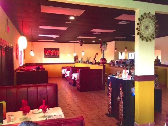 Deeya Indian Cuisine: Dinning area.