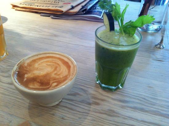 Le Pain Quotidien: Jugo de verdes y naranja + cafe
