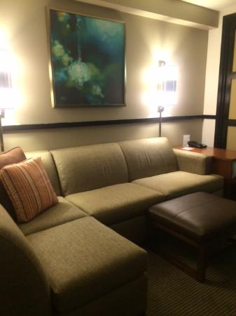 Hyatt Place Tulsa-South/Medical District: sitting area in room