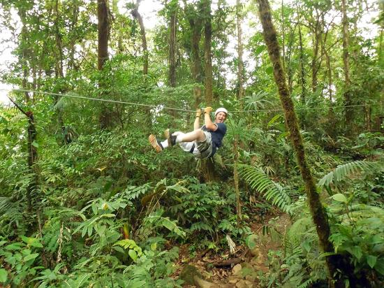San Luis, Kosta Rika: One of the lower zip lines whisking me away!