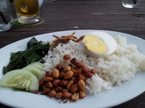 Bert's Garden Seafood: The all time famous nasi lemak
