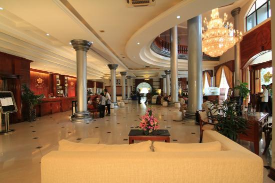 Ree Hotel : Main Lobby