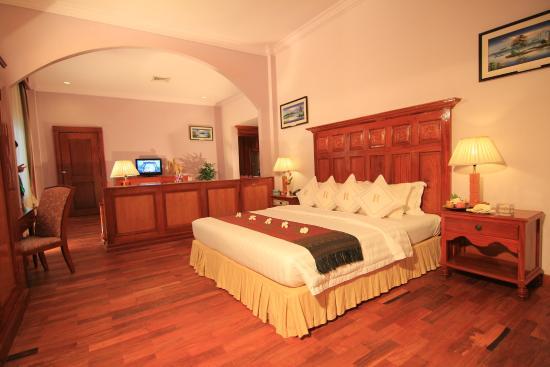 Ree Hotel : Suite Bed Room