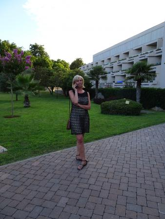 Hotel Laguna Mediteran: Front left elevation + Sarah!