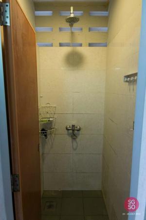 City Backpackers: ห้องอาบน้ำสกปรกและไม่มีสบู่เหลวกับแชมพู