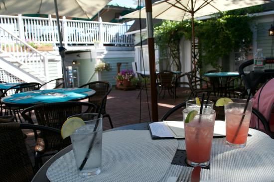 The Seafood Grille at The Waterford : Delicious watermelon martinis