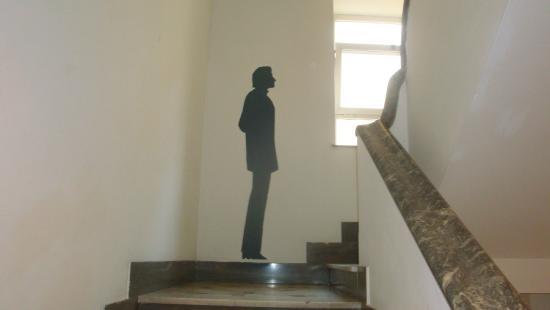 Parete Scala Interna : Figure sulle pareti della scala interna foto di residenza