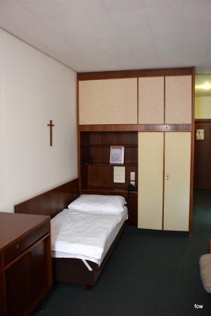Benediktushaus Guest House: Zimmer
