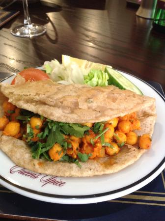 Queen's Spice: Chana puri....my favourite dish on the planet!