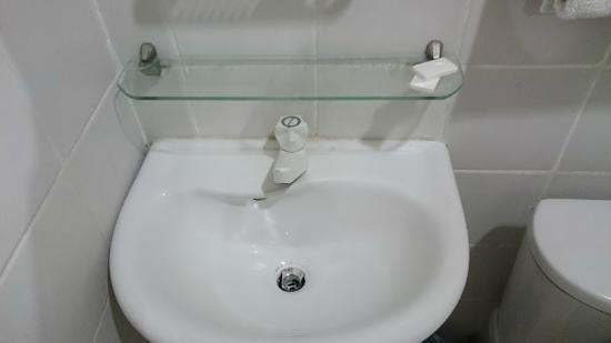 Hotel Pier Cuatro: bathroom
