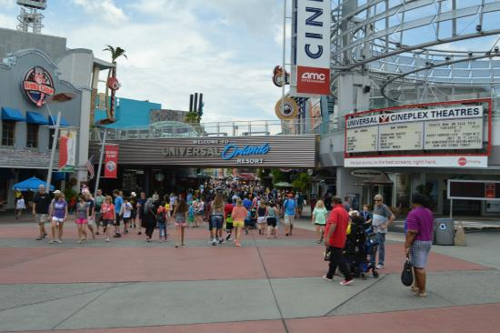 Lots Of People Picture Of Universal Studios Florida Orlando